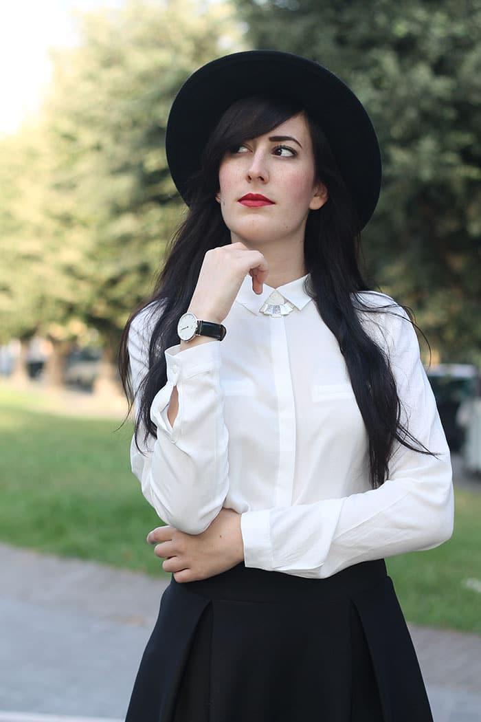 outfit-midi-skirt-nera-camicia-bianca-cappello-6