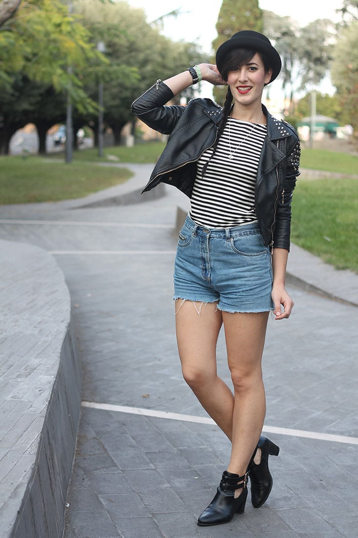 outfit-rock-hipster-shorts-jeans-maglia-righe-bombetta-5