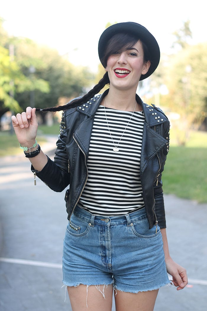 outfit-rock-hipster-shorts-jeans-maglia-righe-bombetta-6