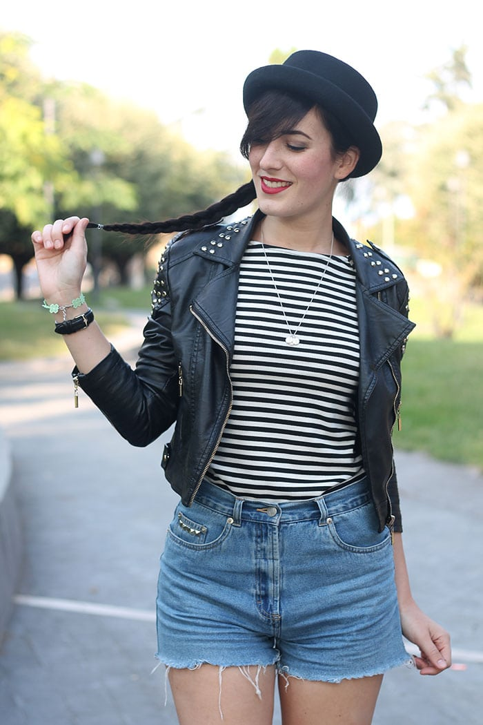 outfit-rock-hipster-shorts-jeans-maglia-righe-bombetta-8