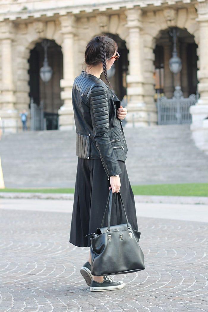 outfit pantaloni culottes borsa piero guidi acconciatura treccia