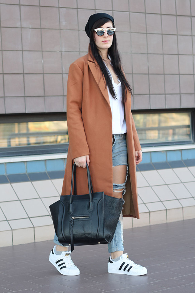 outfit-ripped-jeans-camel-coat-adidas-superstar-1