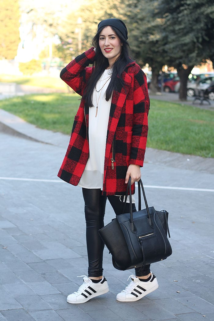 outfit sporty cappotto check leggings adidas superstar