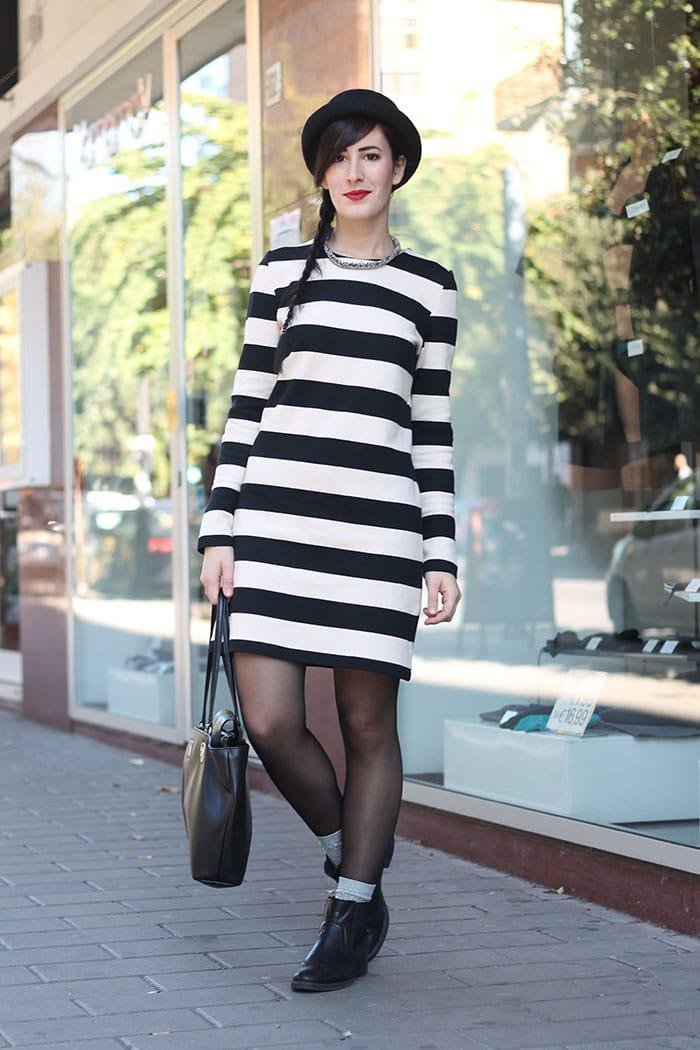 outfit vestito righe petit bateau stivaletti khrio borsa piero guidi