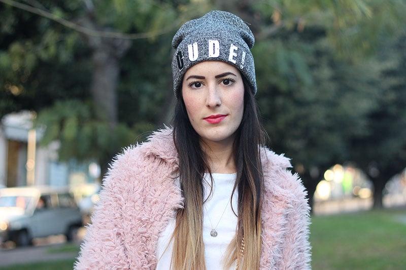 outfit-pantaloni-culottes-pelliccia-rosa-borsa-kate-8