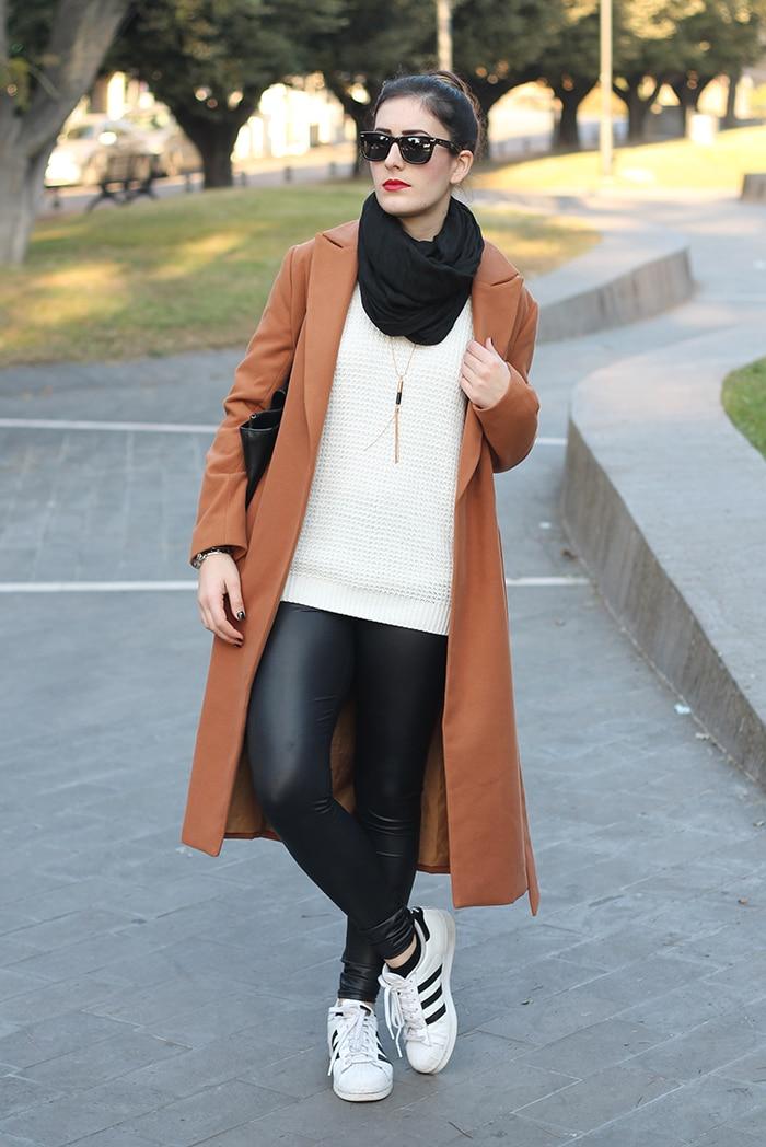 come-indossare-i-liquid-legging-ecopelle-outfit-2