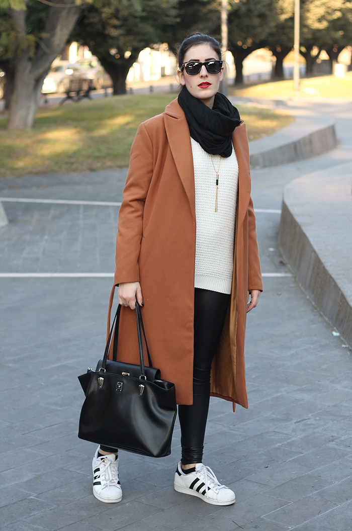 outfit-casual-normcore-sporty-camel-coat-adidas-superstar-1