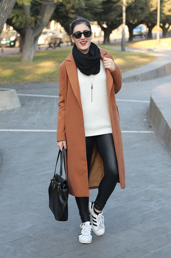 outfit-casual-normcore-sporty-camel-coat-adidas-superstar-4