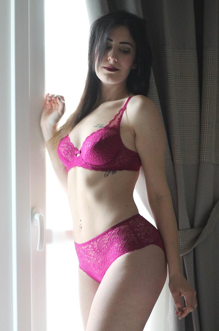 completino-intimo-lingerie-pizzo-fucsia-amourette-triumph-san-valentino-2