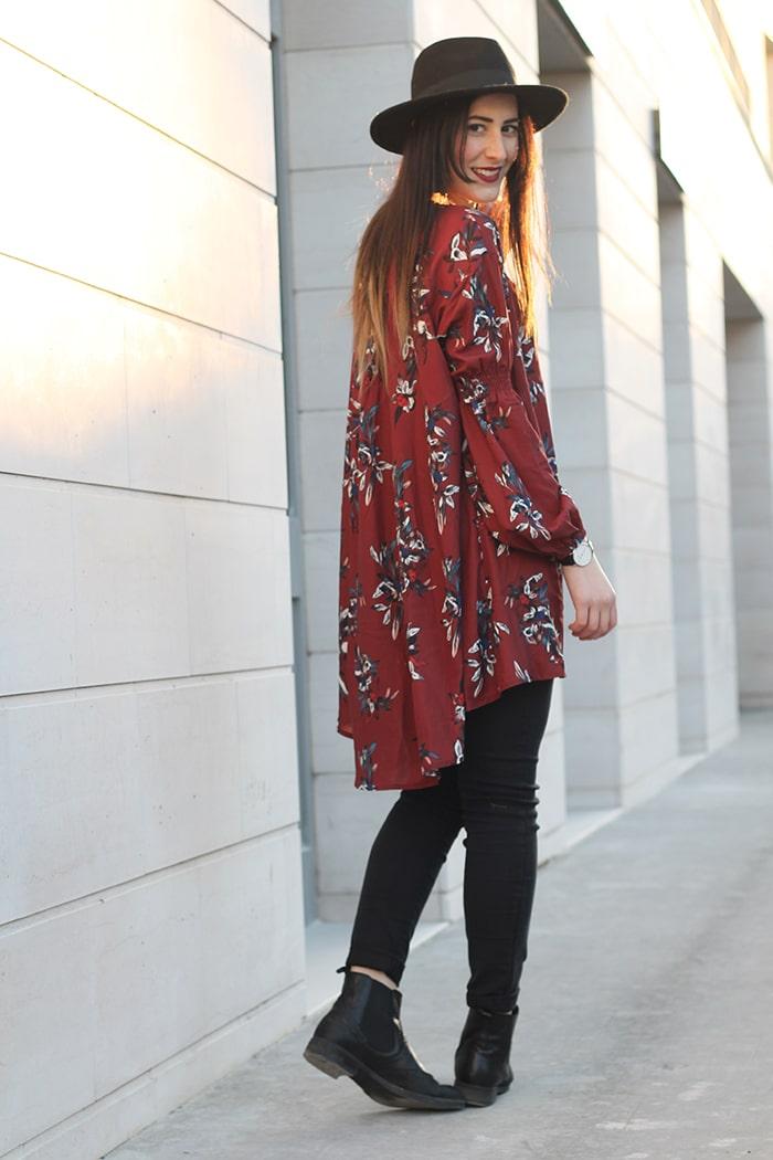 outfit boho chic vestito floreale cappello