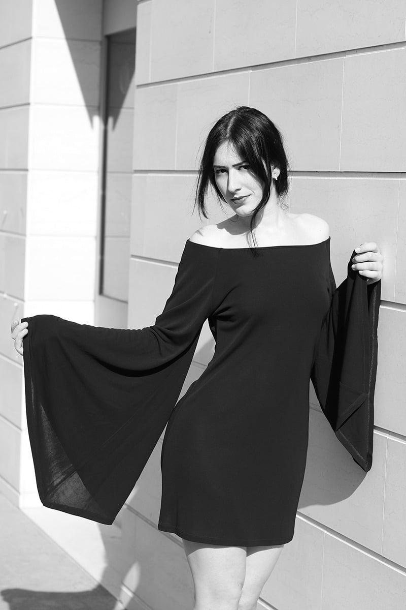 outfit-vestito-rosso-e-lavanda-sandali-tacco-pittarello-3-bn