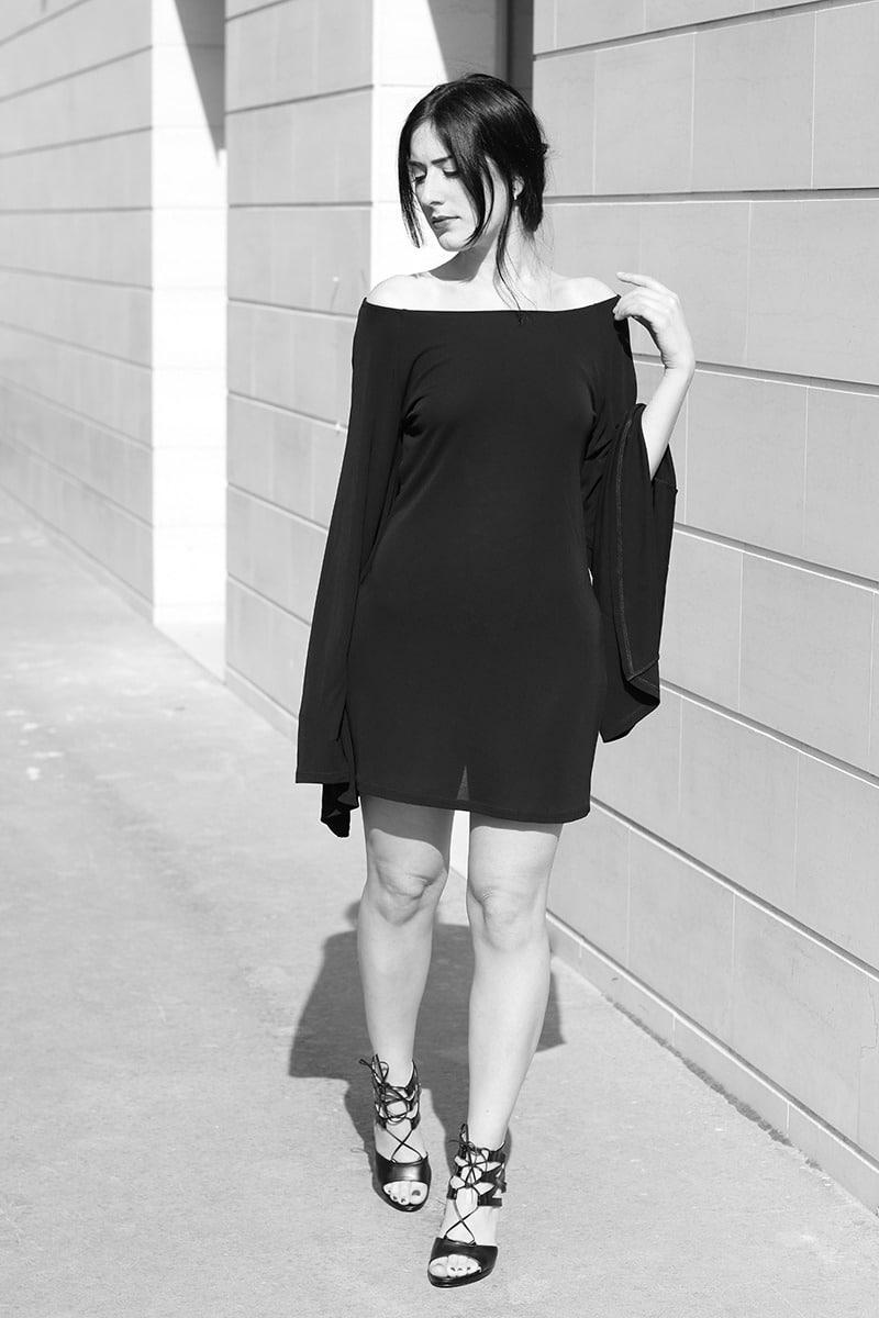 outfit-vestito-rosso-e-lavanda-sandali-tacco-pittarello-4-bn