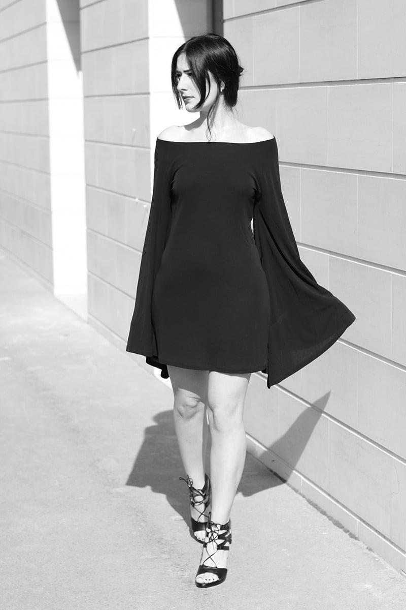 outfit-vestito-rosso-e-lavanda-sandali-tacco-pittarello-8-bn
