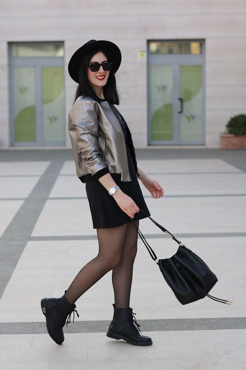 outfit-bomber-metallizzato-borsa-secchiello-5