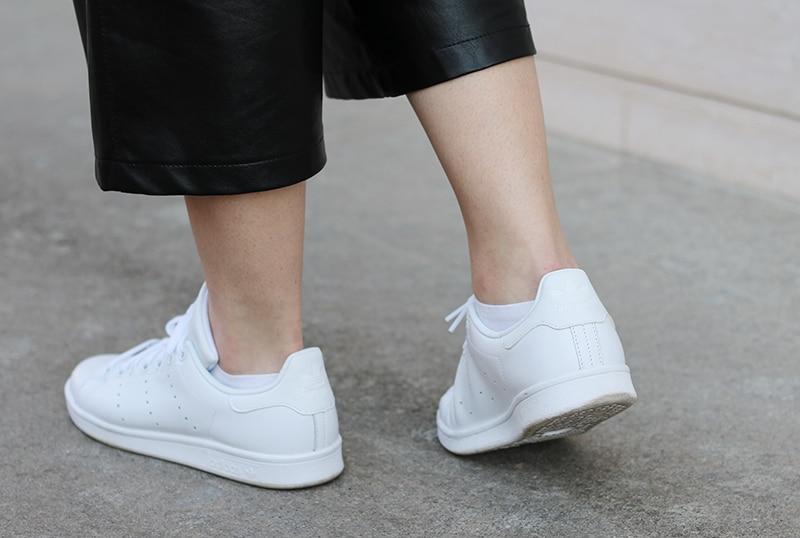 outfit-pantaloni-culotte-stan-smith-trecce-boxer-braids-13
