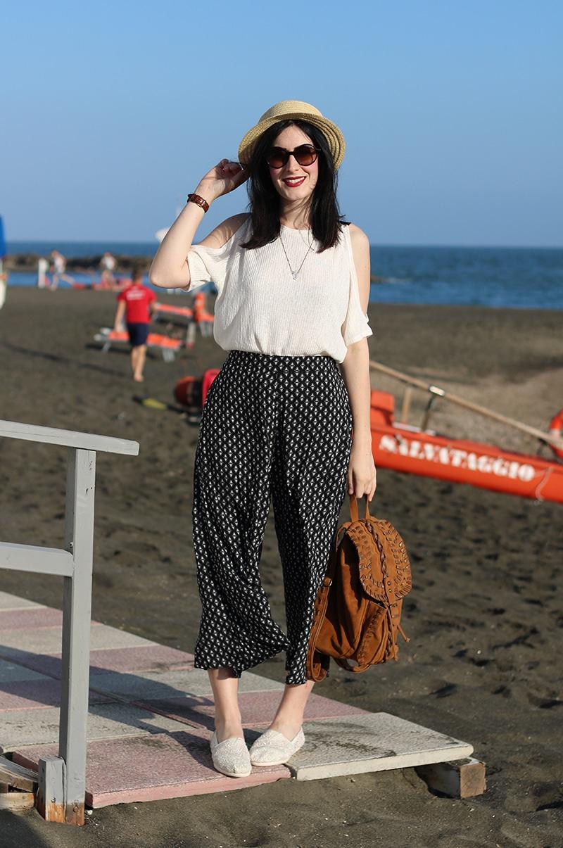 outfit-pantaloni-culottes-off-the-shoulder-top-espadrillas-toms-2