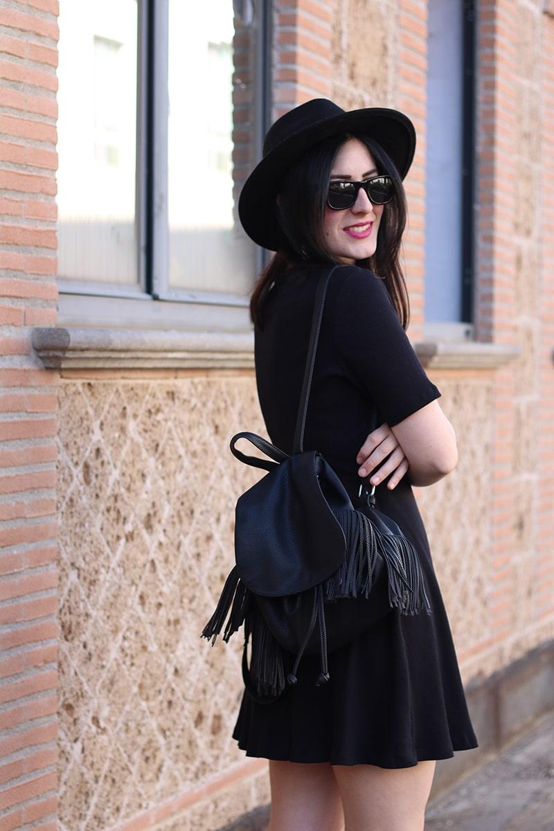 outfit-total-black-boho-chic-vestito-laccetti-hm-zainetto-frange-13