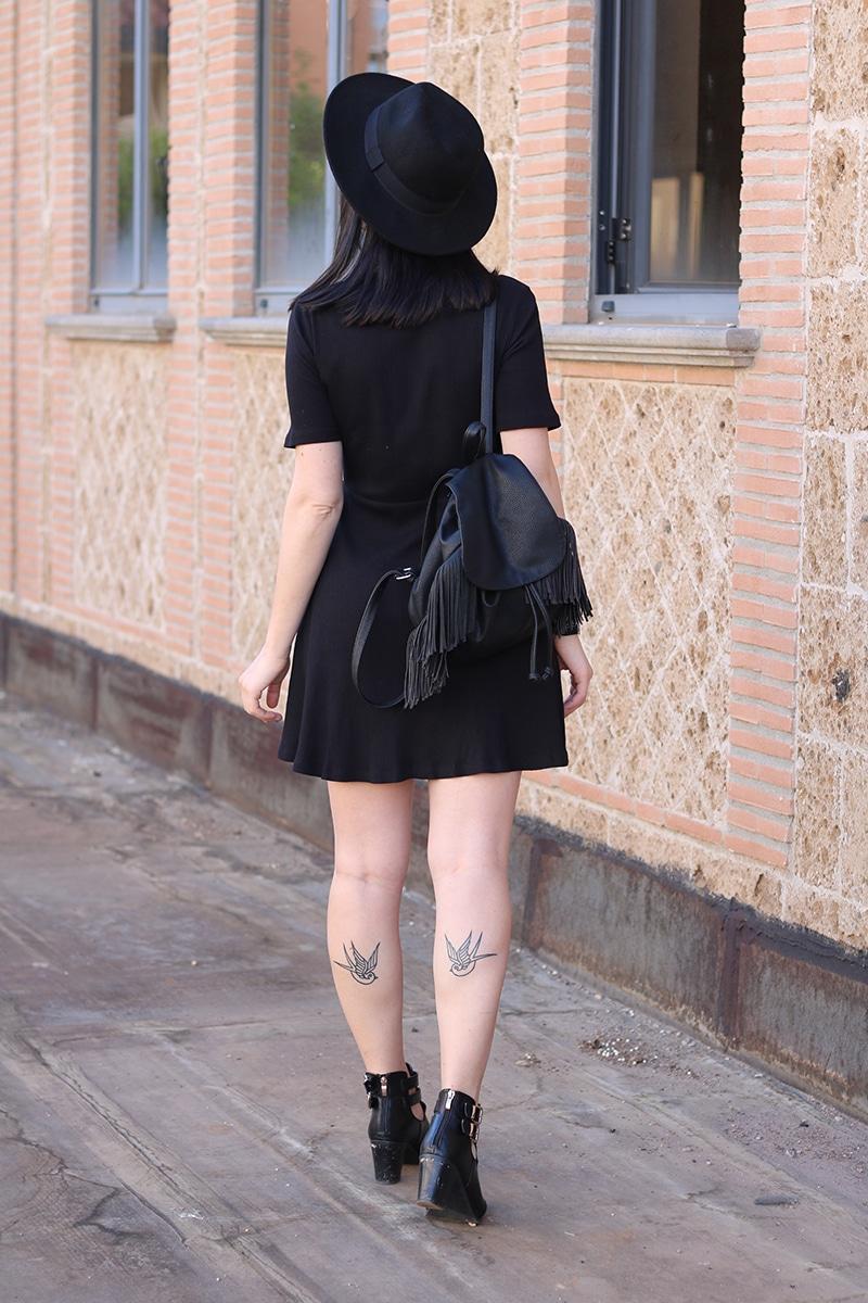 outfit-total-black-boho-chic-vestito-laccetti-hm-zainetto-frange-5