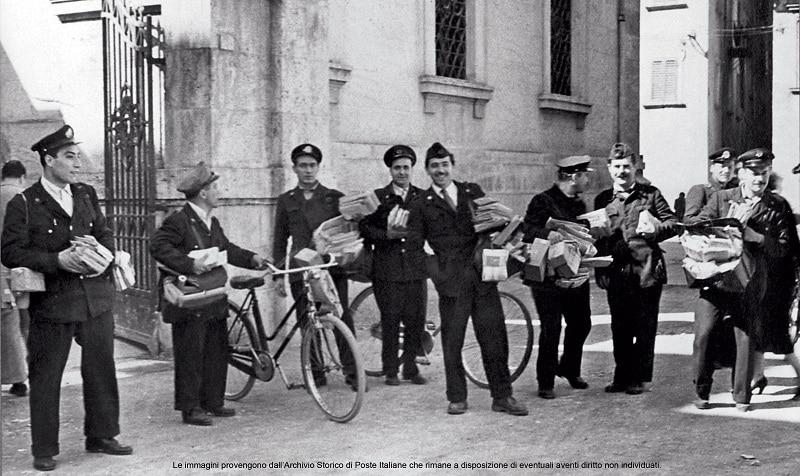 poste-italiane-divisa-foto-archivio-storico