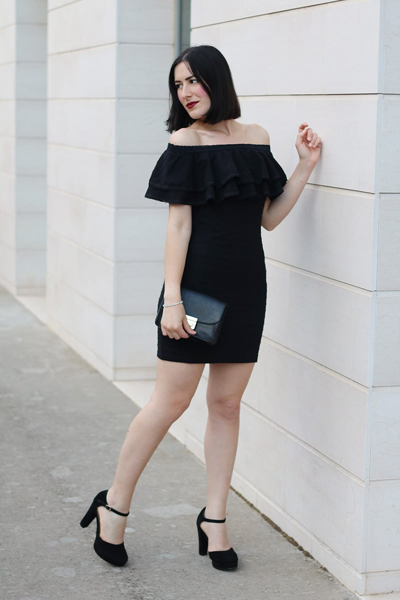 outfit-elegante-tubino-nero-spalle-scoperte-off-the-shoulder-8