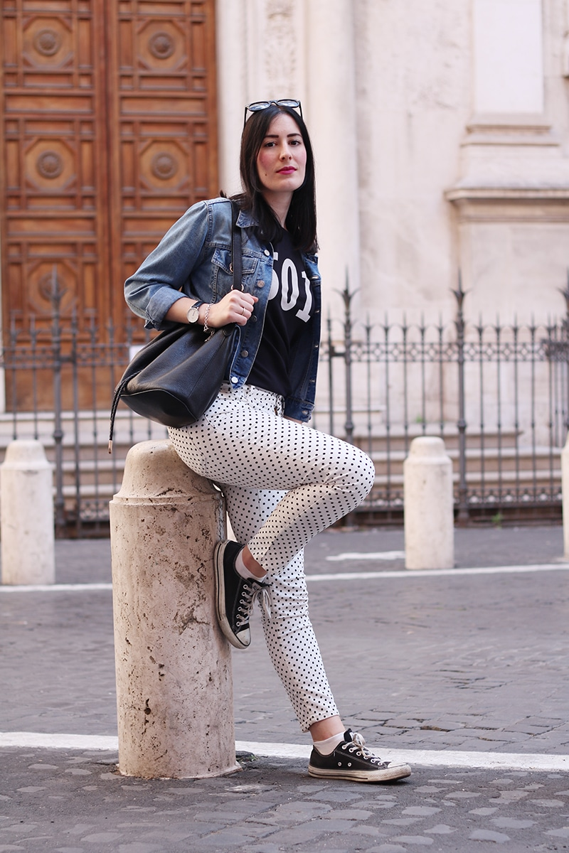 outfit-pantaloni-pois-converse-tshirt-levis-4