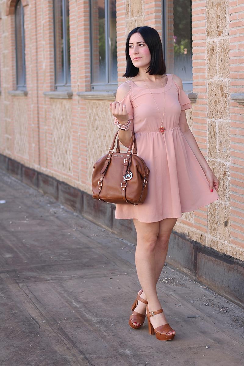 outfit-bon-ton-vestito-rosa-off-the-shoulder-gioielli-boccadamo-2
