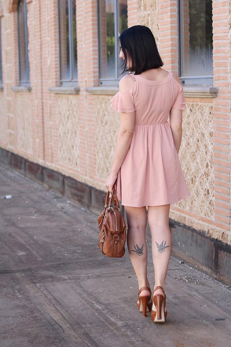 outfit-bon-ton-vestito-rosa-off-the-shoulder-gioielli-boccadamo-3