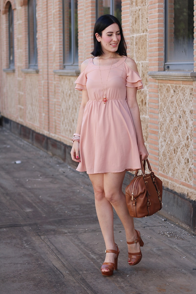 outfit-bon-ton-vestito-rosa-off-the-shoulder-gioielli-boccadamo-4