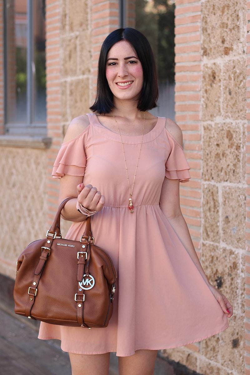 outfit-bon-ton-vestito-rosa-off-the-shoulder-gioielli-boccadamo-5