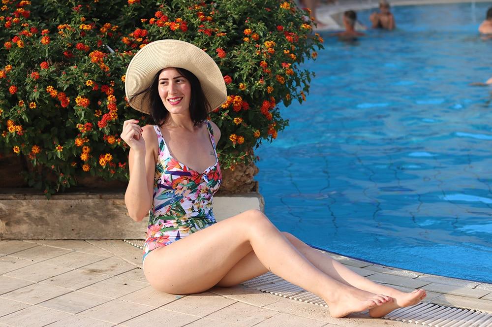 costume-intero-oroblu-piscina-1