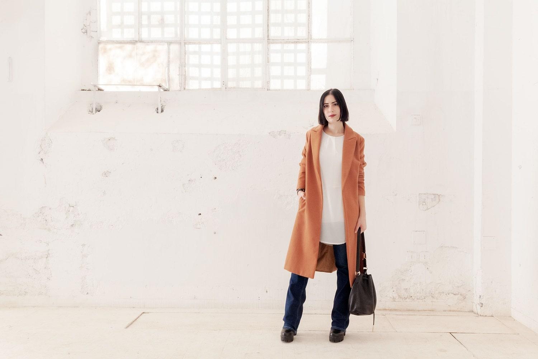 outfit jeans zampa camel coat