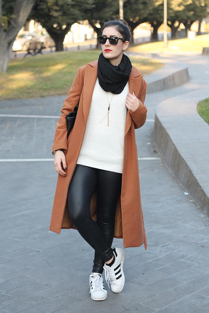 Outfit Cappotto cammello e scarpe animalier. UN OUTFIT COMODO PER LO  SHOPPING ... 118ff8e2927