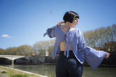 outfit blusa maniche campana tendenze primavera 2017
