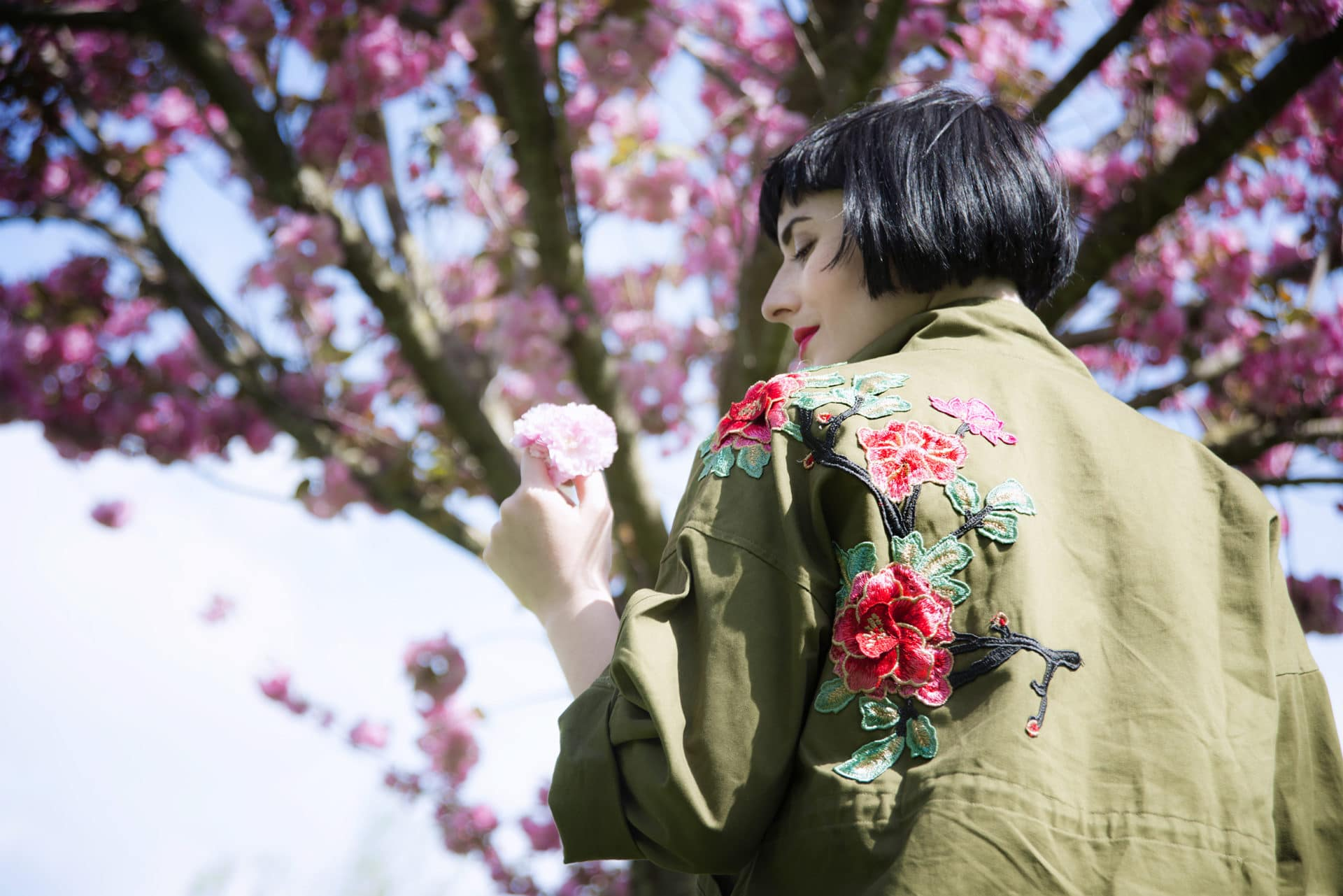 parka patch ricami floreali tendenze moda primavera 2017