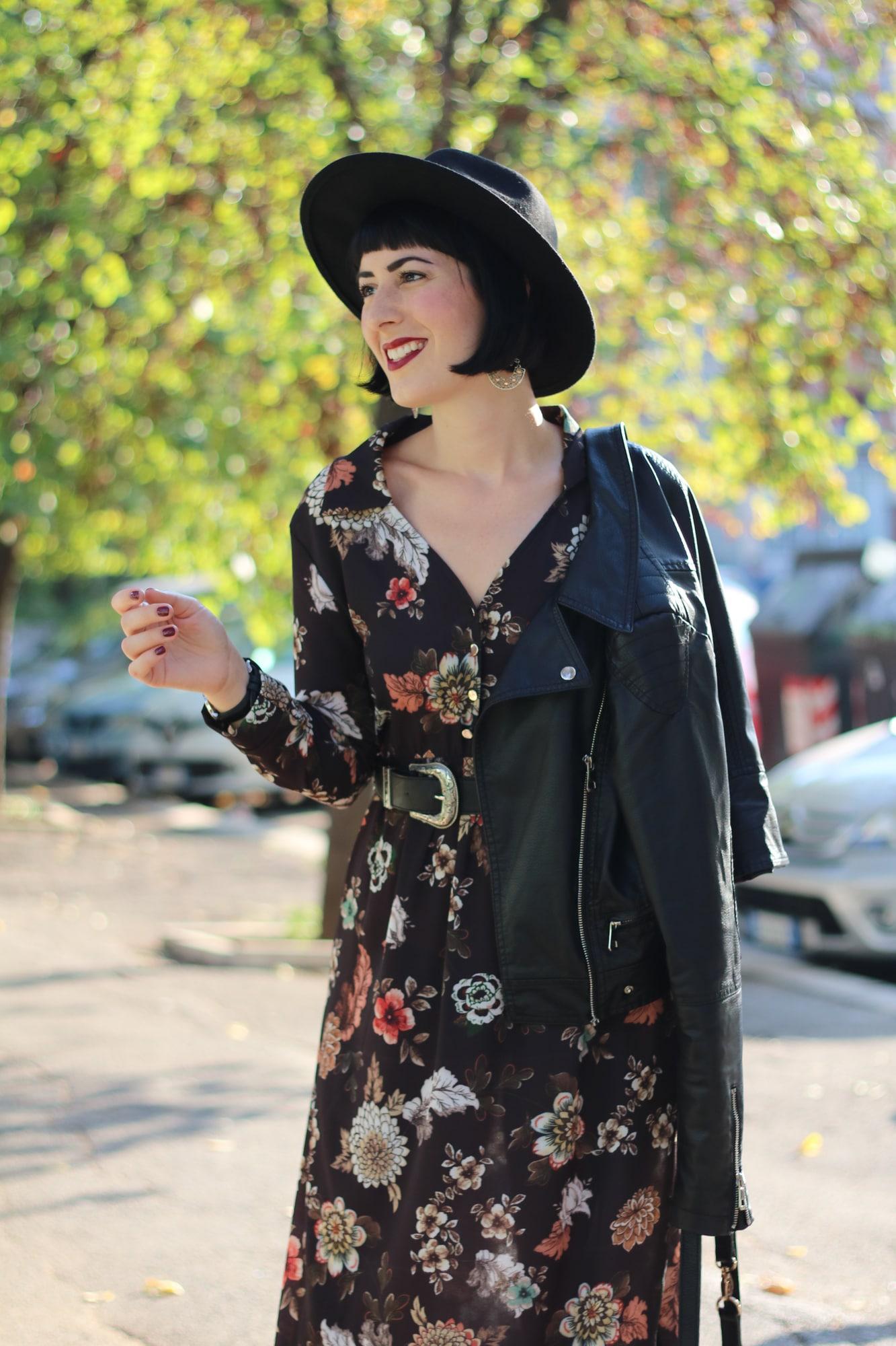on sale 86ac2 e406c Outfit autunnale con vestito lungo a fiori firmato Nuna Lie