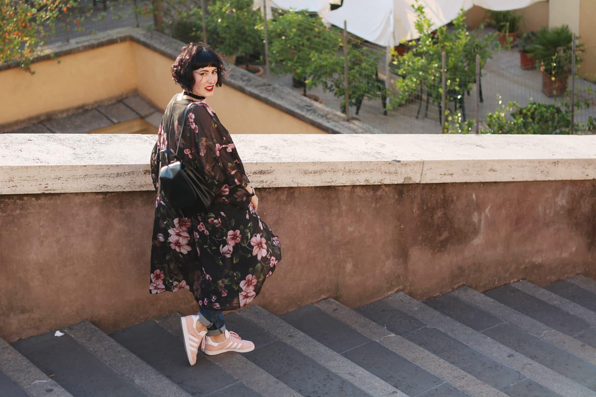 outfit casual con kimono di seta