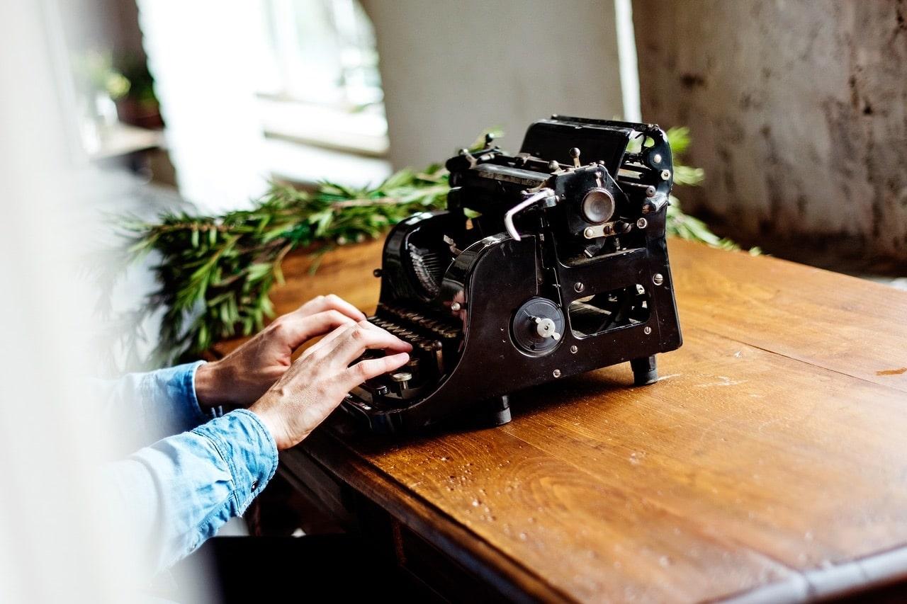 fare un corso di scrittura creativa macchina da scrivere