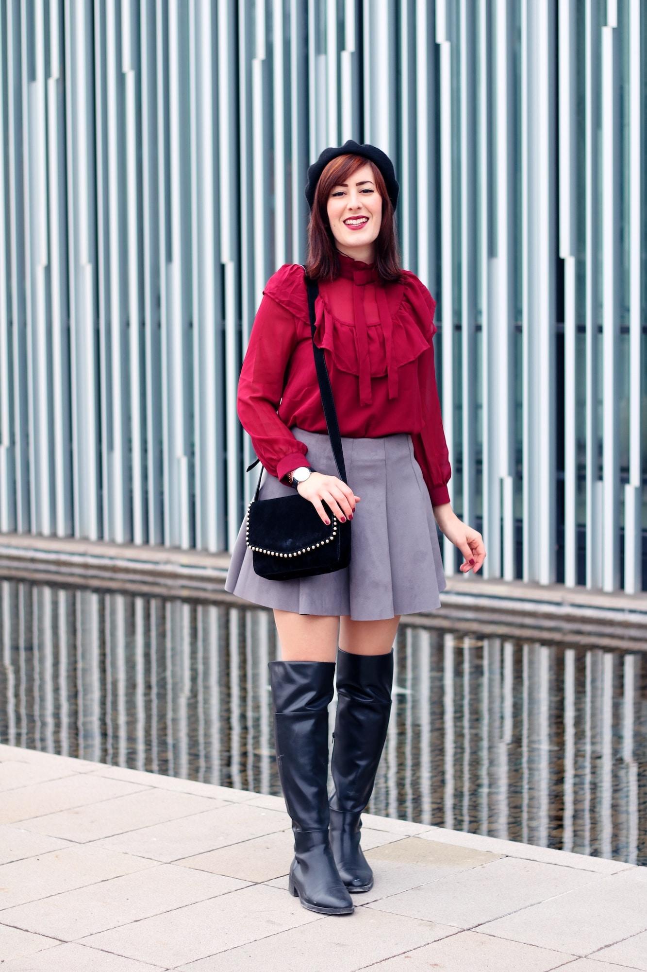 outfit bon ton per l'inverno con stivali sopra il ginocchio