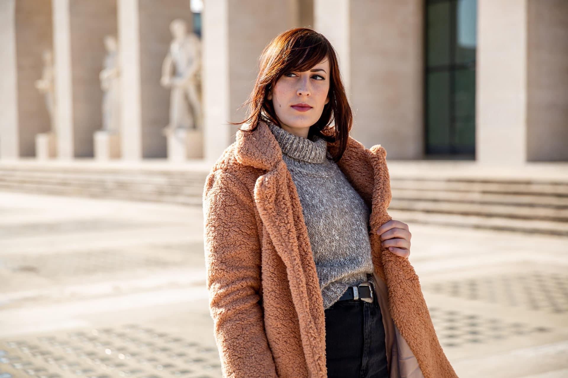 outfit invernale con cappotto peluche