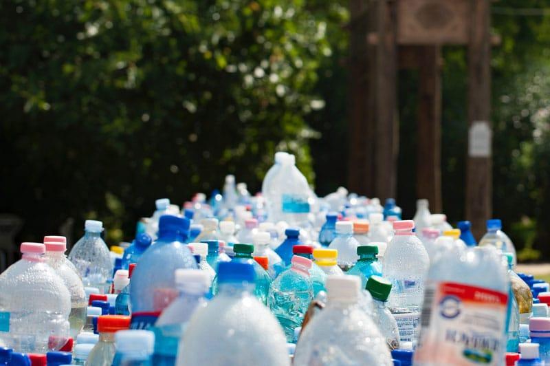 bottiglie di plastica usa e getta