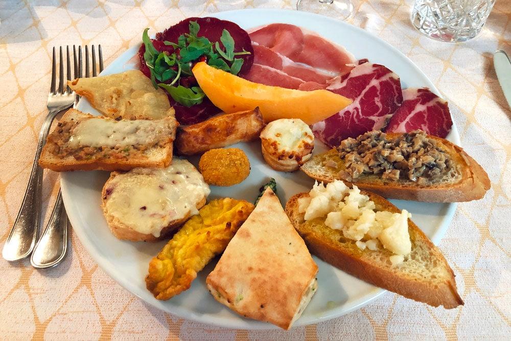Dove mangiare a Gubbio antipasto misto con specialità umbre ed eugubine