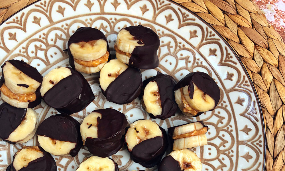 Banana bites con banana, burro d'arachidi e cioccolato fondente
