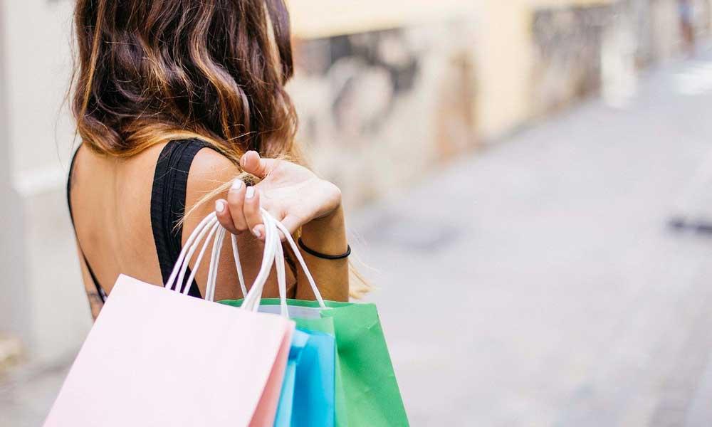 shopping compulsivo causato dalla  fast fashion